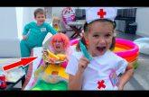 Zaboleli-NYANI-na-pomoshh-idet-Doktor-Katya-i-assistent-Maks-Pretend-play-in-Doctor-and-assistant