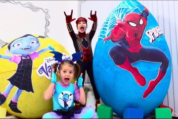 Deti-ne-podelili-igrushki-Spiderman-i-Vampirina-v-ogromnyh-yajtsah-Giant-toy-eggs-with-surprise