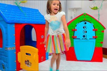 Katya-i-Maks-igrayut-s-igrovymi-domikami-dlya-detej-Kids-pretend-to-play-with-Playhouses