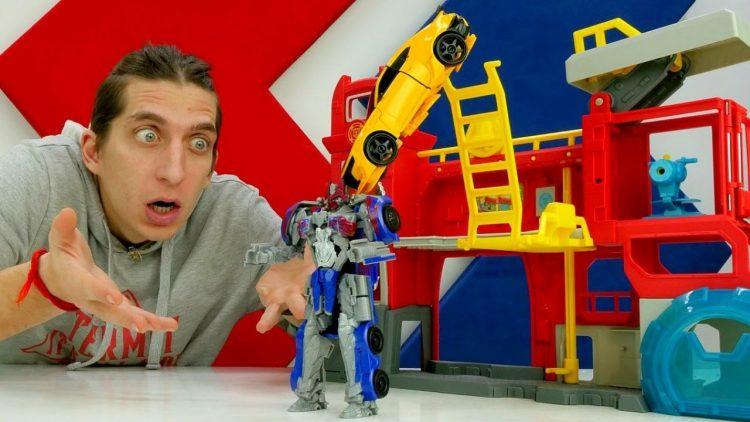 Roboty-Transformery-Optimus-Deseptikon-Avtoboty-zashhishhayut-bazu