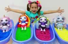 Sofiya-kak-Mama-i-KUKLY-Edinorozhki-Sofia-pretend-play-with-Toys-for-Kids-and-Dolls