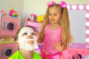 Diana-Pretend-Play-Beauty-Salon-with-Kids-Make-up-Toys