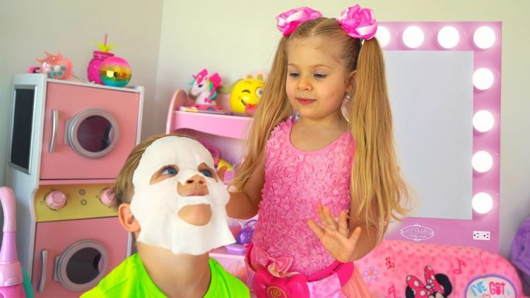 Diana-Pretend-Play-Beauty-Salon-with-Kids-Make-up-Toys