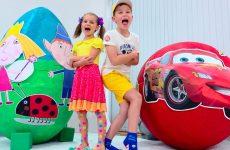 McQueen-VS-Ben-and-Hollys-Little-Kingdom-YAjtso-s-igrushkami-Giant-Surprise-egg