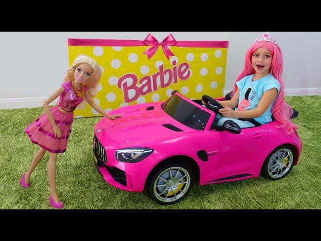 Sofiya-i-eyo-novaya-mashinka-Barbie-veseloe-video-dlya-devochek-pro-lyubimye-igrushki