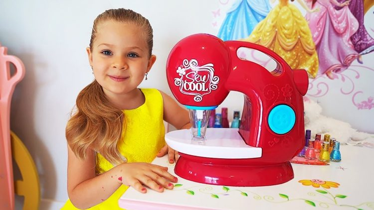 Diana-Pretend-Play-with-Toy-Sewing-machine