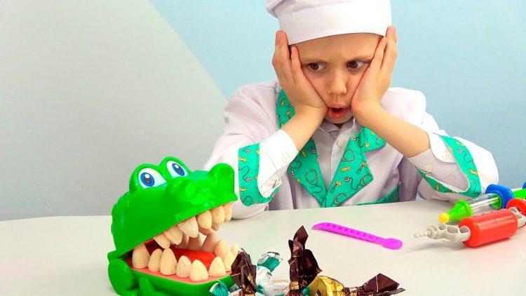 Doktor-Danik-lechit-zuby-Krokodilu-Poleznyj-nabor-dlya-detej-Scentos-Dantist-dlya-Krokki