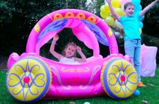 Fun-Birthday-with-Princess-Inflatable-Carriage-and-gift-Toys