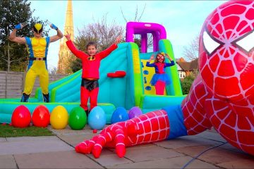 Hulk-gotovit-Maksu-prazdnichnyj-zavtrak-a-Spider-Man-podaril-gigantskogo-naduvnogo-CHeloveka-Pauka