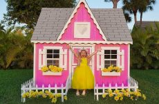 Diana-and-New-Playhouse-Beautiful-toys-for-girls