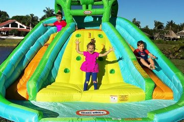 Diana-and-Roma-pretend-play-with-Inflatable-water-slide