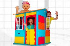 Max-build-a-playhouse-with-friends
