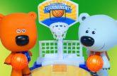 Mi-mi-Mishki-uchatsya-igrat-v-basketbol-Multik-s-igrushkami