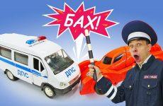 Transformery-i-igry-dlya-malchikov-Bisk-i-politsejskie-mashinki-Inspektor-Fyodor-v-Avtomasterskoj