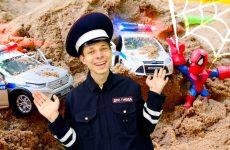 CHelovek-Pauk-i-Inspektor-Fyodor-lovyat-Altrona-Igry-gonki-na-politsejskih-mashinkah-v-Avtomasterskoj