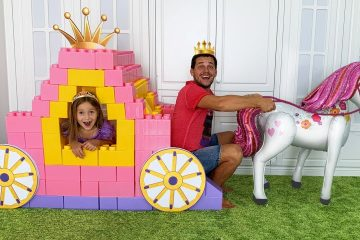 Sofia-is-going-to-the-ball-amp-Rides-on-a-Princess-Carriage-of-colored-toy-blocks