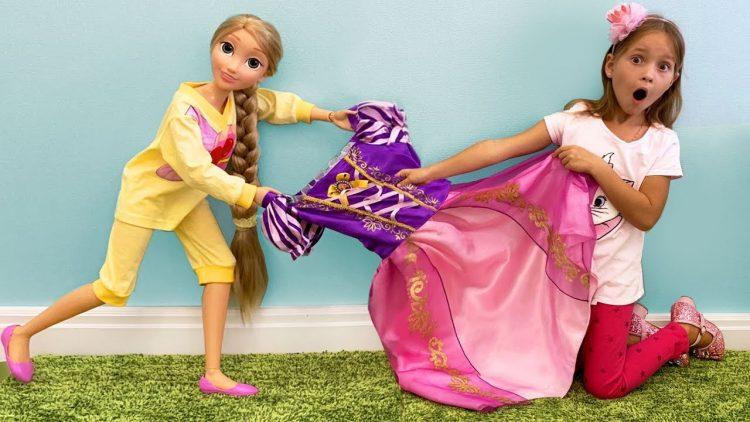Sofiya-i-Sestra-hotyat-odinakovye-Platya-i-detskuyu-kosmetiku