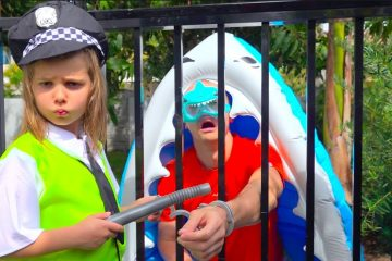 Max-and-Katy-Pretend-Play-Police