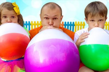 Max-and-Katy-playing-with-Balloons-and-sing-songs
