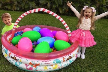 Roma-amp-Diana-Pretend-Playing-with-Giant-Surprise-Eggs