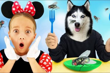 Sofia-and-Dog-playing-in-the-cafe-with-Kitchen-Play-Set