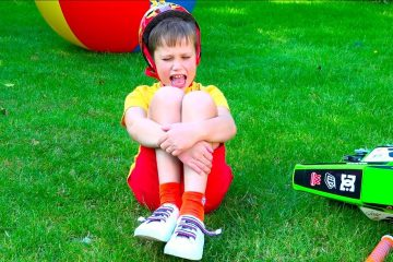 The-Boo-Boo-Story-Max-and-Mama-Songs-for-kids