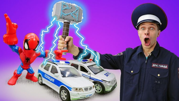 CHelovek-Pauk-lovit-narushitelej-Supergeroi-i-inspektor-Fyodor-Igry-s-mashinami-v-Avtomasterskoj