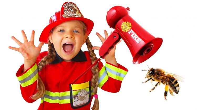 Diana-Pretend-Play-Firefighter-amp-Saves-Dad
