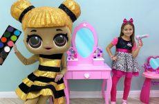 Sofiya-igraet-v-salon-krasoty-s-Kuklami-i-Detskoj-parikmaherskoj-Makeup-and-Beauty-Salon-for-Dolls
