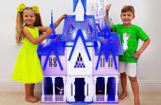 Diana-and-Roma-play-with-Frozen-2-toys