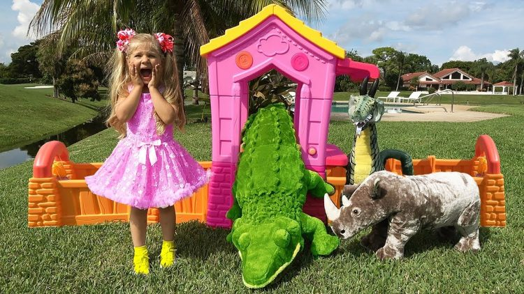 Diana-pretend-play-with-Wild-Animals-Toys