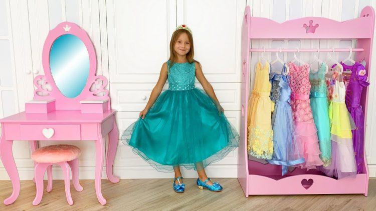 Sofia-Dresses-Up-for-Ball-and-her-new-Princess-room