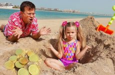 Diana-and-Roma-play-on-the-Beach-with-Dad
